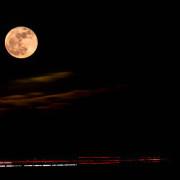 Mond und Autos